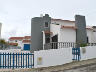 Bright 4 bedroom Villa in Ericeira with Internet Access - Ericeira vacation rentals