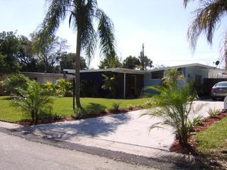 Quaint Vacation Home - Heated pool - 1mile to IMG - Image 1 - Bradenton - rentals