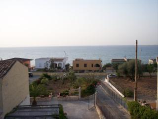 villetta vista mare a 100 metri dalla spiaggia - Alcamo vacation rentals