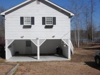 3 bedroom lake house on quiet part of Lake Murray - Prosperity vacation rentals