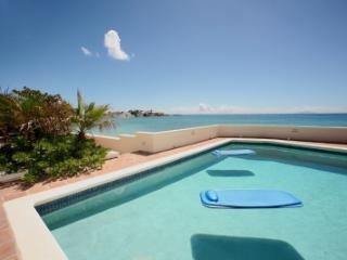 Terrific 5 Bedroom Waterfront Villa in Beacon Hill - Beacon Hill vacation rentals