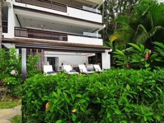 Modern 2 Bedroom Beachfront Apartment in St. James - Paynes Bay vacation rentals