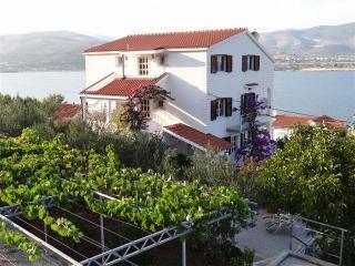 Apartments Mario-Trogir Mastrinka - Okrug Gornji vacation rentals