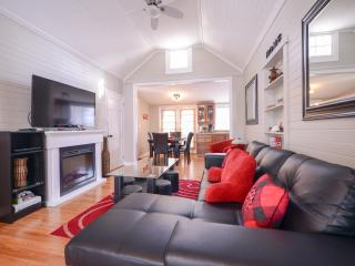Beautiful 3 bedroom House in Niagara Falls with Deck - Niagara Falls vacation rentals