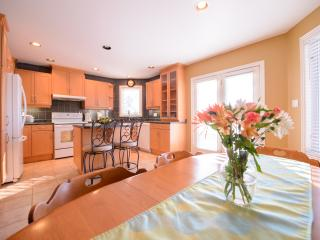 Cozy Corner Bungalow -Weekly Rates Save 35%! - Niagara Falls vacation rentals