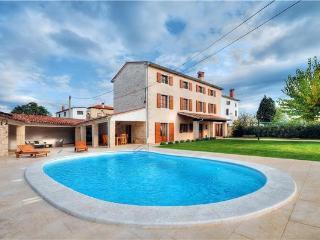 5 bedroom Villa in Bale, Istria, Croatia : ref 2233331 - Golas vacation rentals