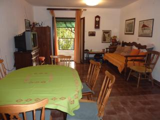 2 bedroom House with Internet Access in Dol - Dol vacation rentals