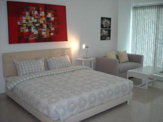 View Talay 5C Condo - Top Floor Sea View Studio - Pattaya vacation rentals
