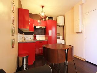 Berthinois: Amazing flat for 4 in Montmartre - Paris vacation rentals