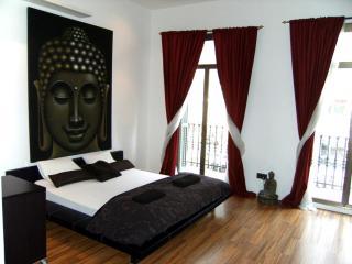 Modern apartment near Rambla - Barcelona vacation rentals