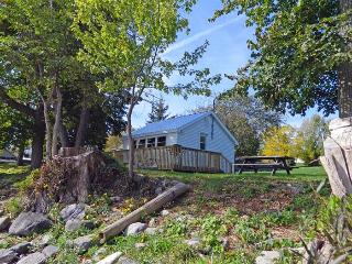 Creasy's Cottages - ORCHARD OASIS - Prince Edward County vacation rentals