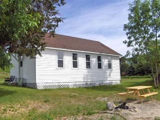 Creasy's Cottages - BLUEBERRY HAVEN - Prince Edward County vacation rentals