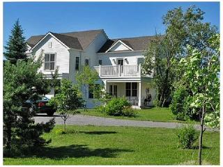 The County White House - Prince Edward County vacation rentals