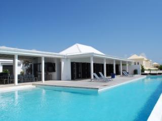 Fantastic 6 Bedroom Villa in Cul de Sac - Cul De Sac vacation rentals