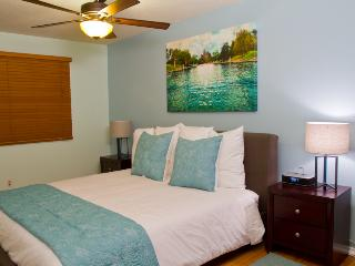 Seventh Haven - 2/1 Downtown Condo w/ Pool! - Austin vacation rentals