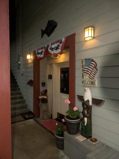 Black Bear Inn Enterance - Black Bear Inn's Eagles Nest Apartment - Ketchikan - rentals