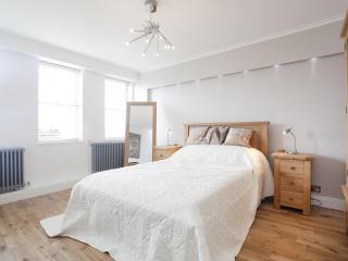 London Apartment, Fantastic View - London vacation rentals