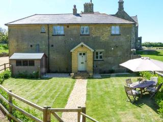 THE COACH HOUSE, coastal cottage with stunning sea views, luxury accommodation in Chale, Ref 20405 - Chale vacation rentals