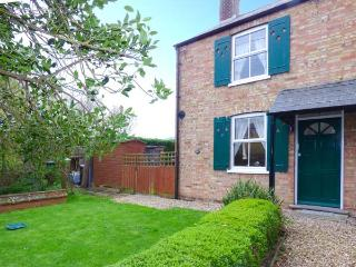 1 LABURNUM COTTAGE, pet-friendly, WiFi, lawned garden, Ref, 29465 - Littleport vacation rentals