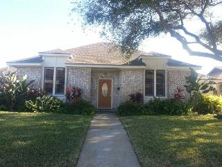 PRIVATE POOL, 4 BR, 3 BA- Wi-Fi - Dickinson vacation rentals