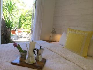 Maison Blanc 916-Pet And Family-Friendly Bungalow In The Heart Of West Hollywood - West Hollywood vacation rentals