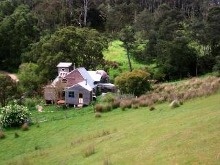 Cabin style home self contained - Mole Creek vacation rentals