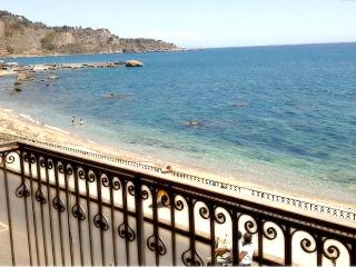 Apartment  in the center of Giardini Naxos seaside - Giardini Naxos vacation rentals