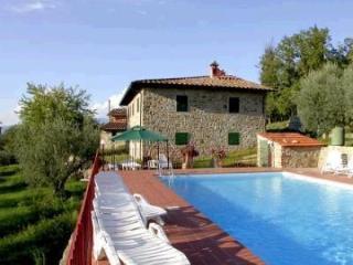 6 bedroom Villa in Pergine Valdarno, Tuscany, Italy : ref 2266060 - Pieve A Presciano vacation rentals