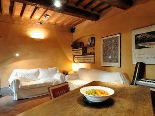 Cozy Tuscan Apartment in 15th Century Building in Italy - Arezzo vacation rentals