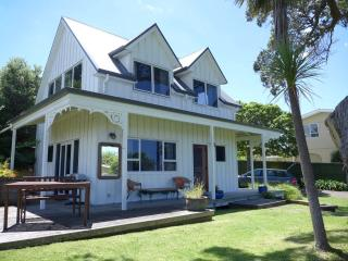 NZ Tairua Paku Beach Cottage - Tairua vacation rentals