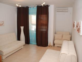Comfortable Condo in Budva with A/C, sleeps 3 - Budva vacation rentals