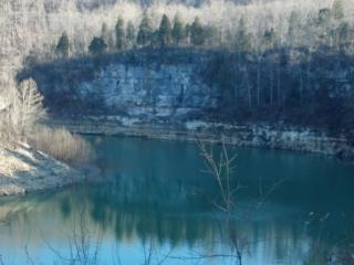 BUCK CREEK ..Lake Cumberland Lakefront on ramp. - Somerset vacation rentals