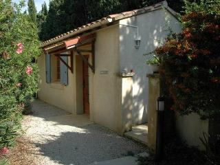 Le Cabanon-studio, 10min from Avignon - Rognonas vacation rentals