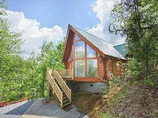 Highlander. Your Smoky Mountain cabin between Pigeon Forge and Gatlinburg! - Sevierville vacation rentals