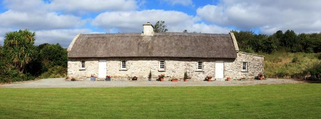 Sullivans historic thatched cottage. - Image 1 - Kenmare - rentals