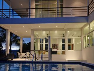 Modern villa with golf and beaches near by. - Rawai vacation rentals