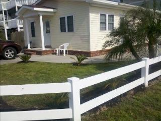 Cherry Grove Beach Bungalow #1- 100 Yards to Beach - North Myrtle Beach vacation rentals
