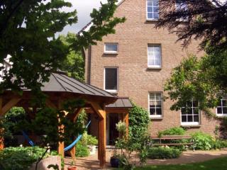 Vacation Apartment in Oberkrämer - 861 sqft, bright, central, comfortable (# 4921) - Velten vacation rentals