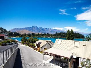 Contemporary townhouse on elevated site, outstanding views, steps to town! - Queenstown vacation rentals