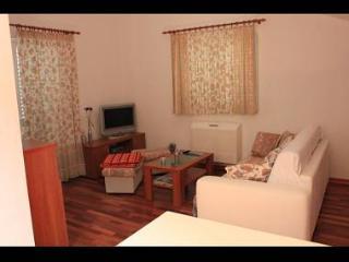 35082 A7(2+2) - Sumpetar - Sumpetar vacation rentals