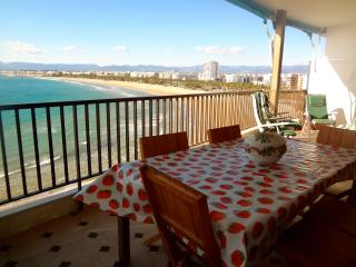 Beachside penthouse in Salou for 12 people, just a few steps from beautiful beaches! - Costa Dorada vacation rentals