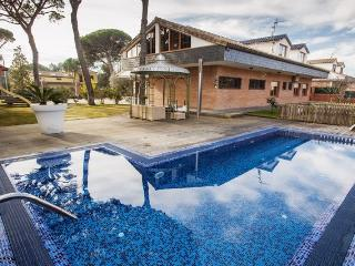 Massive mansion in Vidreres for 18 people, only 10km to the beaches of Costa Brava - Vidreres vacation rentals