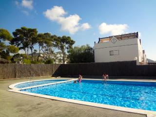 Sunny Sitges villa for 8 guests only 200m to the beach - Catalonia vacation rentals