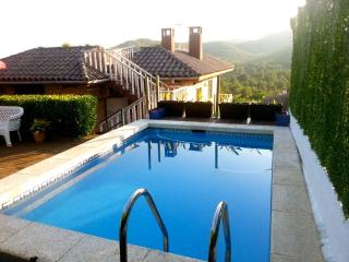 Gorgeous villa in El Vendrell for 8 guests, only 6km from the beaches of Costa Dorada - Aiguamurcia vacation rentals