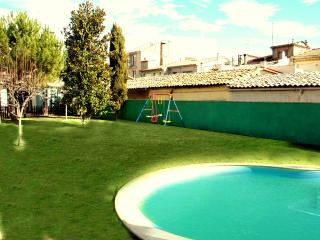 Pleasant 4-bedroom getaway in Berga with a private pool and spacious yard - Bellver de Cerdanya vacation rentals