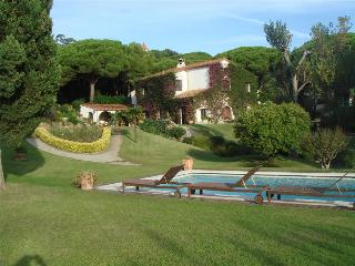 Countryside villa for up to 14 guests, just 1.5km from the beach - Arenys de Munt vacation rentals