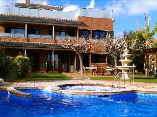 Villa Fantasia in Calafell for up to 18 guests, only 500m from the beaches of Costa Dorada! - Costa Dorada vacation rentals