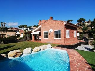 Seaside 3-bedroom villa, only 1,000m to the beach - Caldes d'Estrac vacation rentals