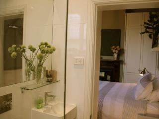 Elegant Suite on the edge of Melbourne CBD - South Melbourne vacation rentals