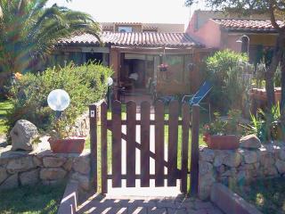 Villetta con giardino a 300 mt dal mare - Costa Smeralda vacation rentals